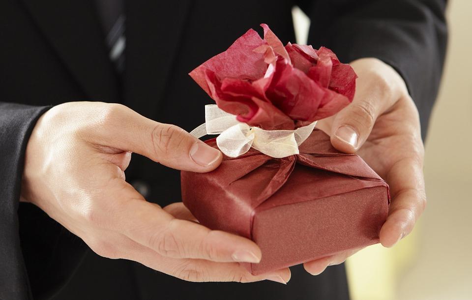 gift hand
