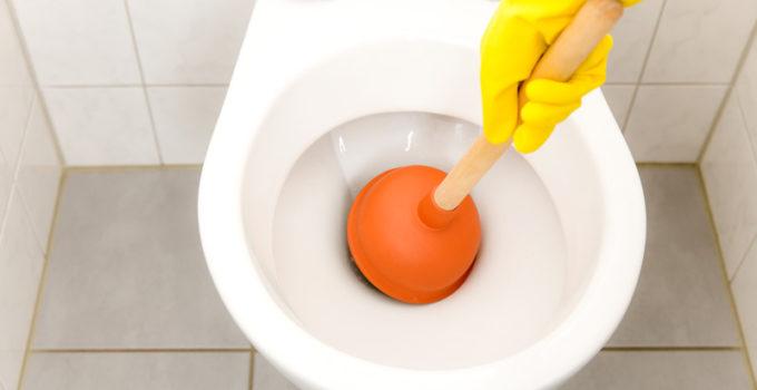 déboucher toilettes efficacement
