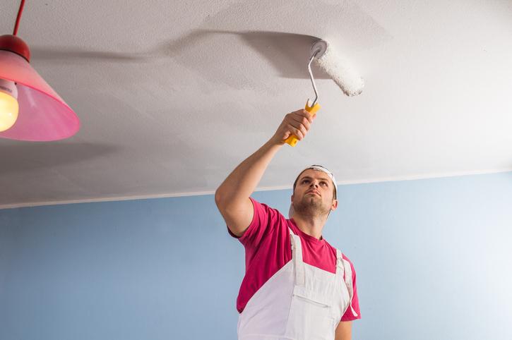 Comment peindre un plafond sans marques de rouleau