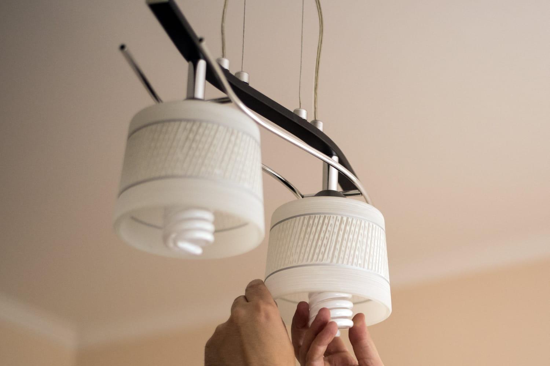 Comment installer un luminaire s'il n'y a pas de boîtier électrique